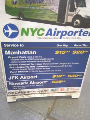 空港からマンハッタンへの直通バス.jpg